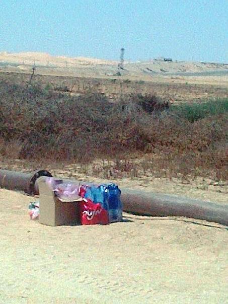 אוכל לפליטים בין מצריים לישראל - 6 בספטמבר 2012. צילום: מי טל דנון