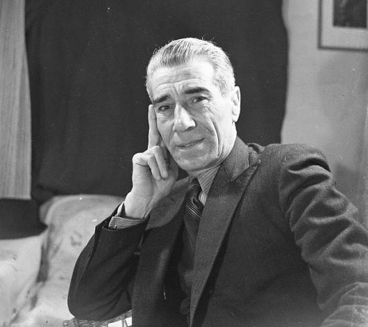 משה שלוש // תל אביב 1946 // צילום: פאול גולדמן