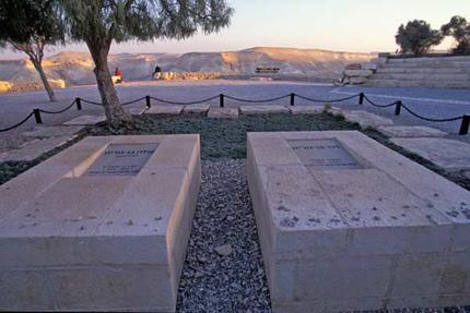חלקת הקבר של דויד ופולה בן גוריון